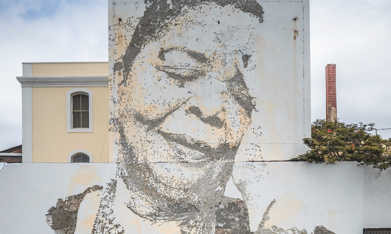 Vhils, artistul portughez care sculptează portrete pe chipurile clădirilor